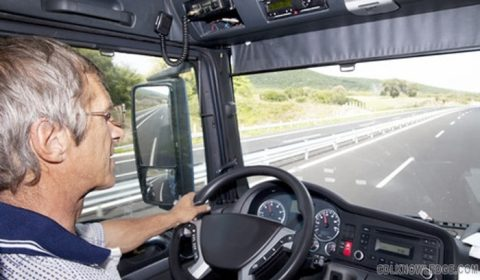 Why Trucking? The Advantages of Being a Truck Driver